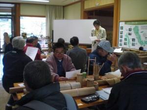 人工林について説明、関心が高く質問も多かった。